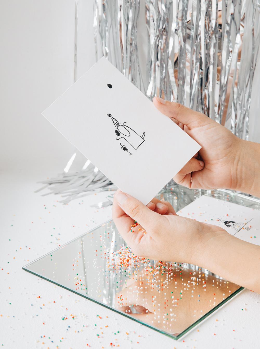 Perro con gorro - Postal ilustrada Set Celebra - Better by Letter