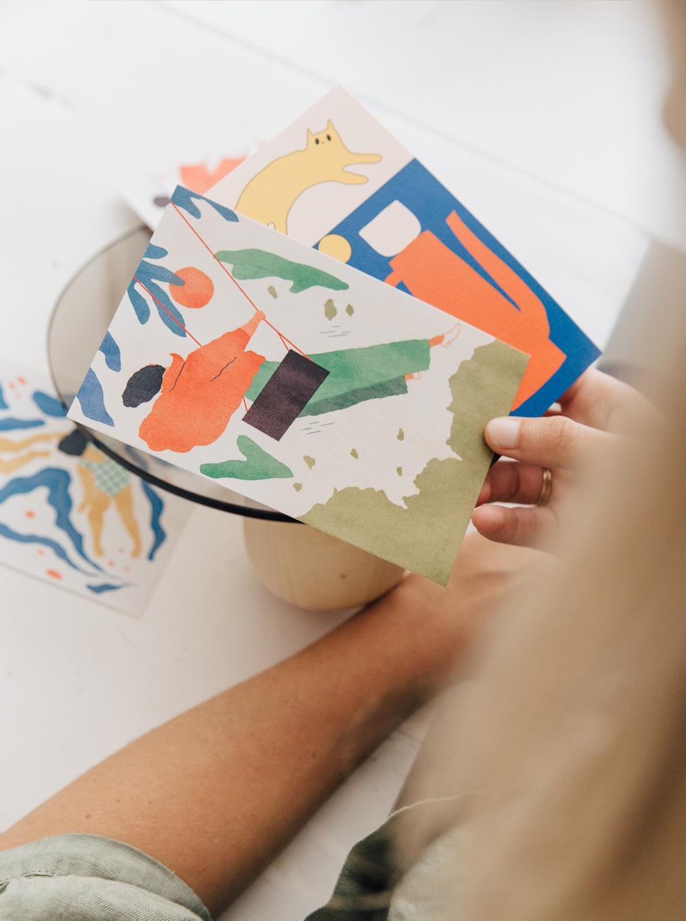 Postal balanceo Conecta ilustrada por Studio Patten - Better by Letter